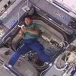 【動画】無重力空間で投げたブーメランは戻ってくるのか?