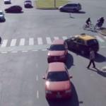 『Rush Hour』:危険すぎるラッシュアワー時の交差点