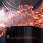 【絶対にマネはダメ】火のついた油に水を注ぐと一瞬で爆発するぞ