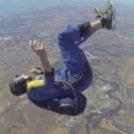 【衝撃映像】フリーフォール中のスカイダイバーが上空2700メートルで気絶