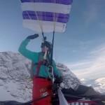 空飛ぶスノーモービル!!パラシュートを装着して崖からダイブ