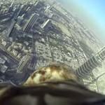 世界一高いビルからテイクオフ!!鷲が高度800mからドバイの街並みを空撮