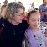 【アメリカ】友達のいない孤独な少女のバースデーパーティーに地元民300人が集結