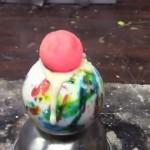 【オモシロ実験】真っ赤に熱した鉄球を大きな飴玉の上に置くと素敵なことに