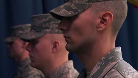 アメリカ空軍 儀仗兵 トレーニング