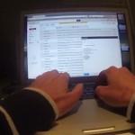 【動画】退屈なオフィスワークをGoProカメラで撮影、なぜか面白い
