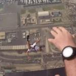 【エクストリーム】414mの超高層ビルから集団ベースジャンプ in ドバイ