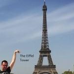 「誰かこのエッフェル塔の記念写真を加工してくれない?」 ネット掲示板にお願いした結果…