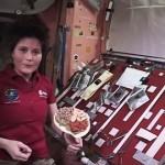 【動画】無重力の宇宙ステーションでトルティーヤサンドイッチを調理