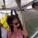 グライダーの翼に忍び込んだ居眠り猫、フライト中にパイロットをサプライズ