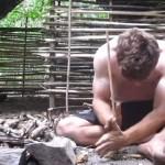 【サバイバル】ジャングルで道具を一切使わず素手で小屋を完成させる男がすごい