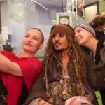 【動画】ジョニー・デップがパイレーツ姿で小児病院をサプライズ訪問!!