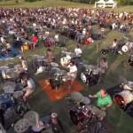【動画】1000人のミュージシャンがフー・ファイターズを大合奏