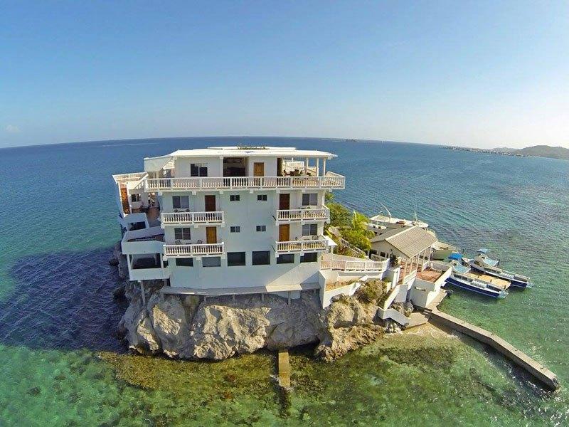 グアナハ島 海上リゾート3