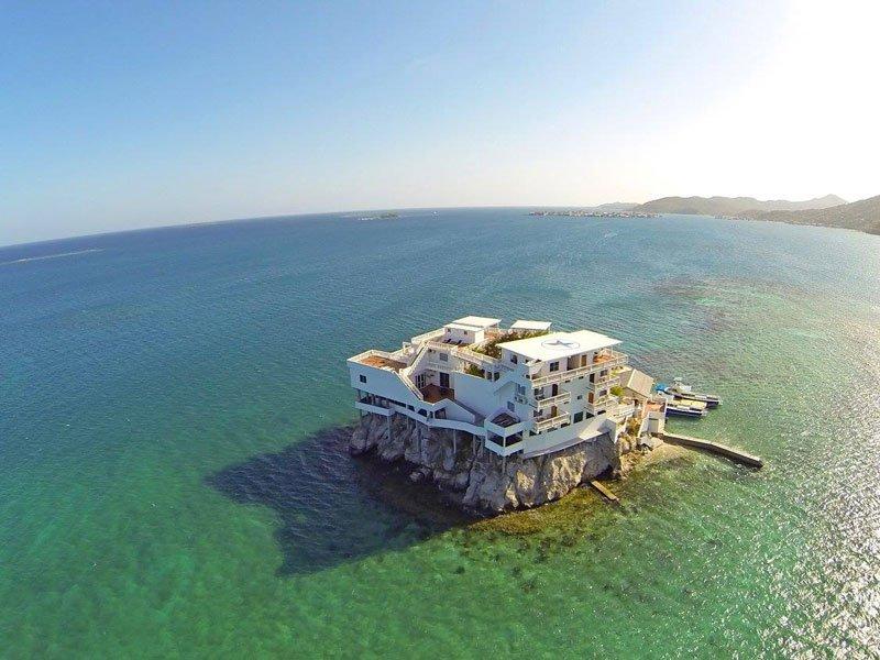 グアナハ島 海上リゾート