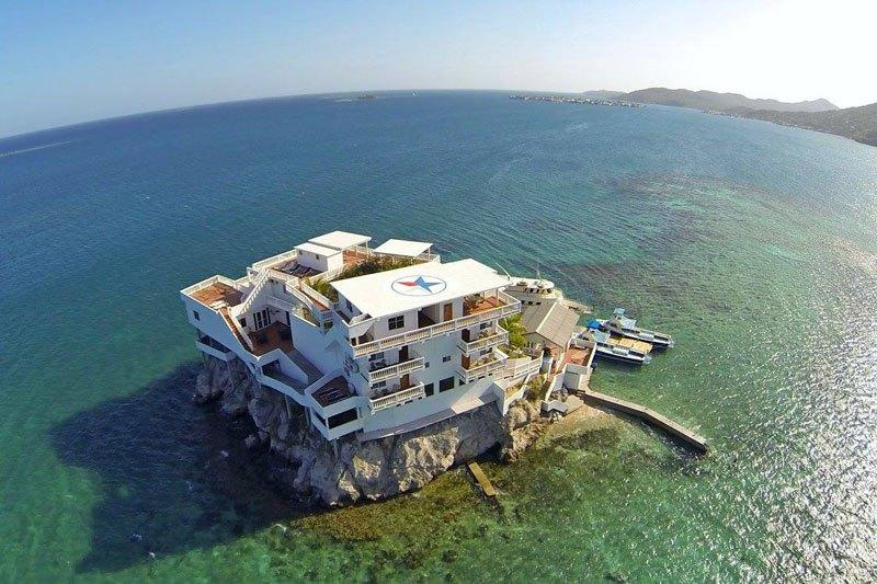 グアナハ島 海上リゾート1