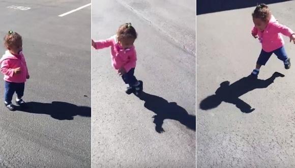影におびえる少女