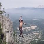 命綱なしで高さ290mのロープを歩く!!スラックラインの世界新記録