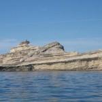 【画像】地中海コルシカ島沖に浮かぶ戦艦の形をした岩
