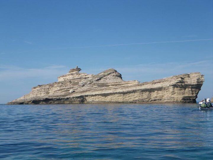 コルシカ島 岩 戦艦