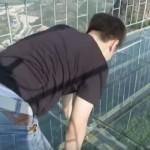 全長300m、高さ180m、中国の湖南省に「ガラスの橋」がオープン