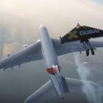 空飛ぶ人間「ジェットマン」がドバイの大空をエアバスと編隊飛行