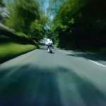 【マン島TTレース】時速320kmで一般道を疾走するバイクのヘッドカメラ映像