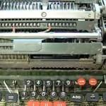 【動画】機械式計算機を使って数字を0で割ってみたところ