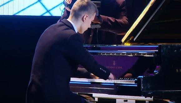 指のないピアニスト