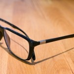 【アメリカ】美術館の床に普通のメガネを置いてみたところ人だかりができた