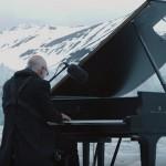 イタリアのピアニストが北極海の氷河をステージにリサイタル