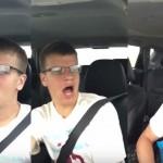 【奇跡映像】熱唱しながら運転してたら事故って車が一回転