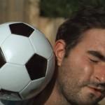 【動画】顔面にサッカーボール直撃を超スローモーションで