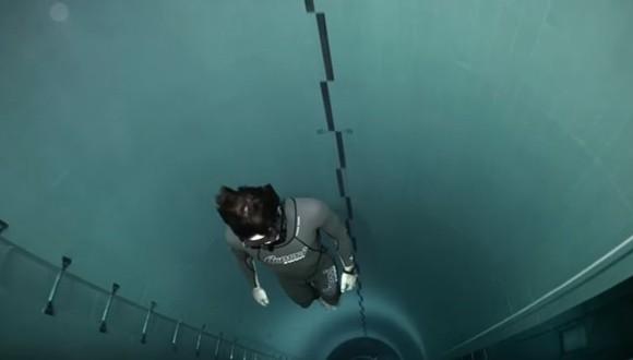 世界一深いプール ダイブ