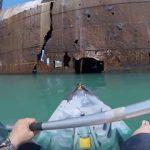 【POV映像】カヤックでルーマニア黒海の遺棄船を探検