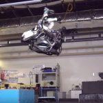 【動画】華麗にバク宙を決めるアメリカの人型ロボット
