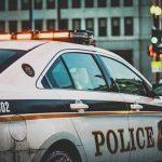 車の窃盗容疑で裁判中の男、盗難車で裁判所に出頭し再逮捕